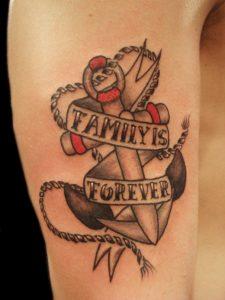 Tatuaggio ancora Old School