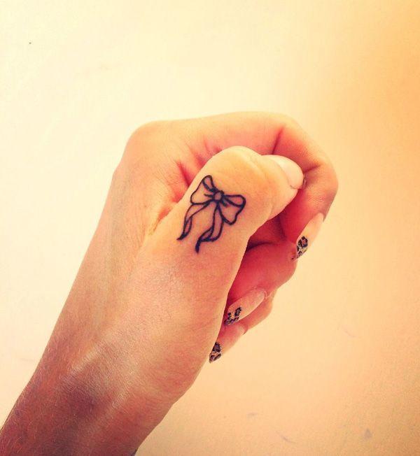 Tatuaggio Tattoo Fiocco Dito