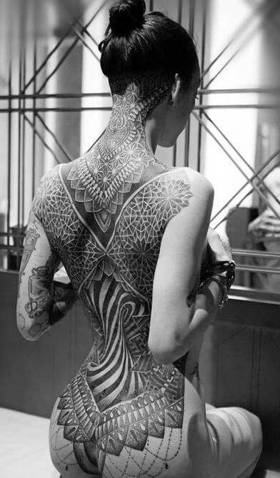 Tatuaggio tattoo collo schiena significato