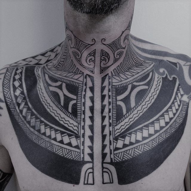 Tatuaggio tattoo collo significato tribale