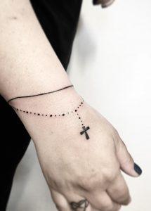 Tatuaggio tattoo polso croce braccialetto
