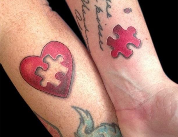 Tatuaggio tattoo polso cuore pezzo mancante coppia