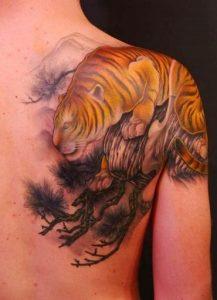 Tatuaggio tattoo tigre gialla