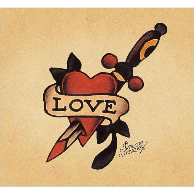 tatuaggio cuore col pugnale