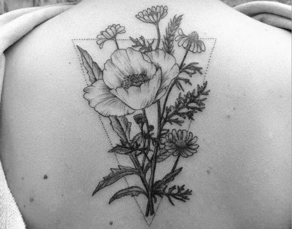 tatuaggio fiori sulla schiena