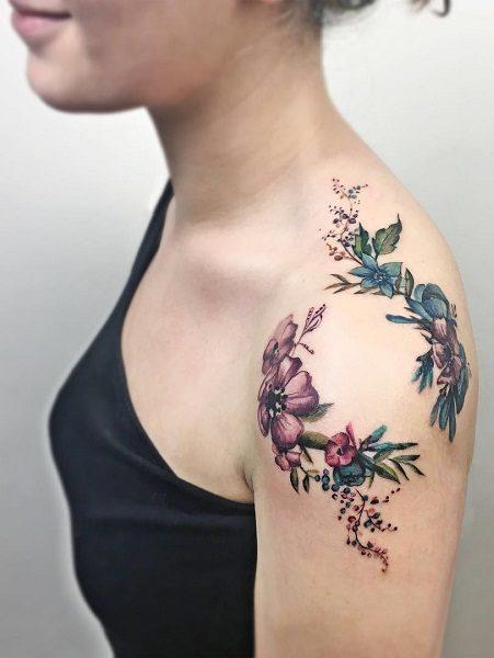 tatuggio fiori schiena e spalla