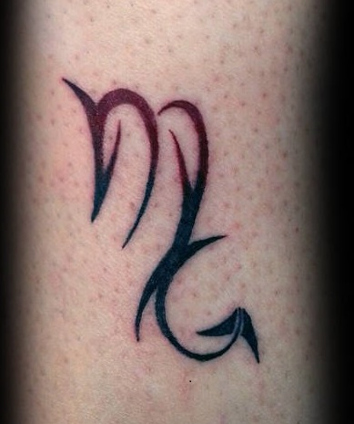 Tatuaggio scorpione tattoo puntiglione forma M