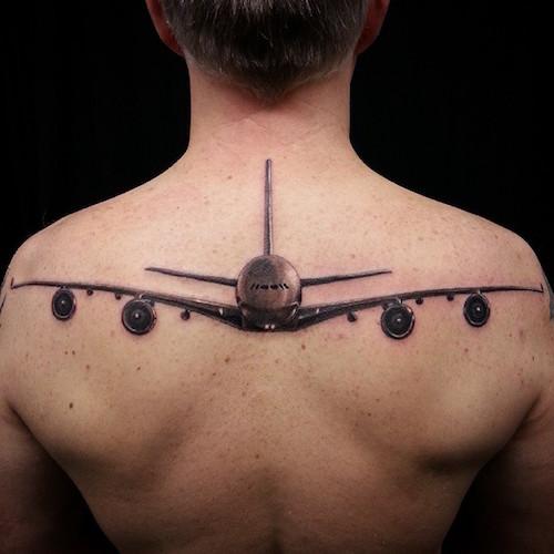 Tatuaggio tattoo aereo bianco e nero