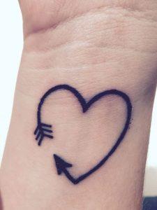 Tatuaggio tattoo freccia amore