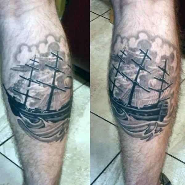 Tatuaggio tattoo gamba uomo veliero
