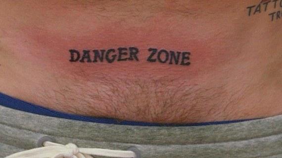 Tatuaggio tattoo inguine scritta