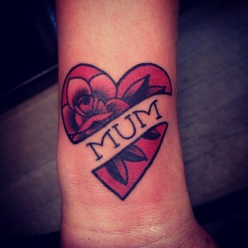 Tatuaggio tattoo mamma scritta