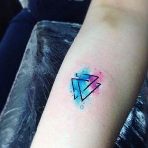 Tatuaggio tattoo triangolo colorato