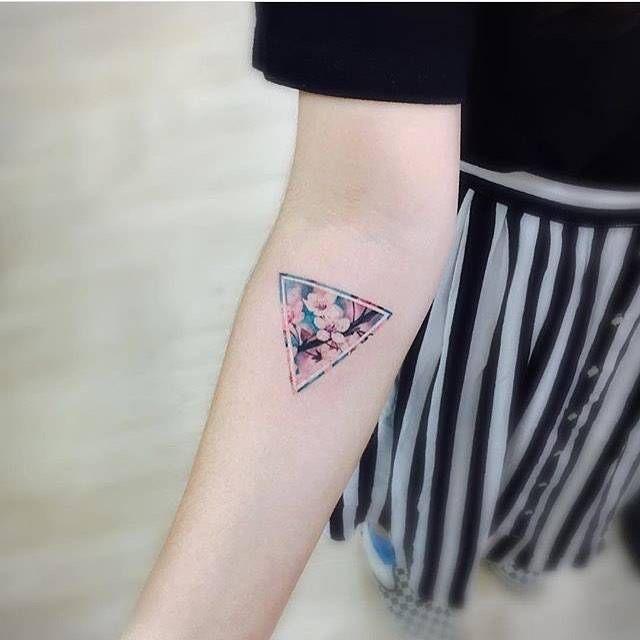 Tatuaggio tattoo triangolo rovesciato