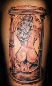 Tatuaggio Tattoo Clessidra donna