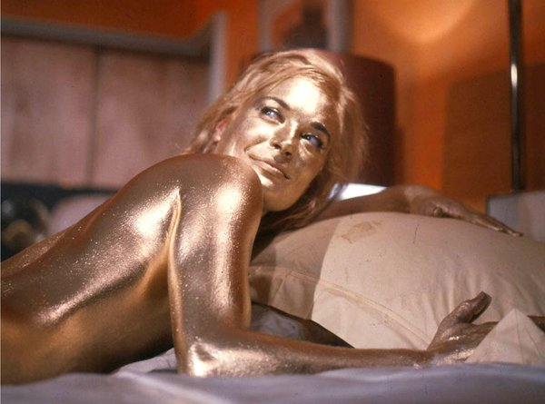 Nomi bond girl Shirley Eaton