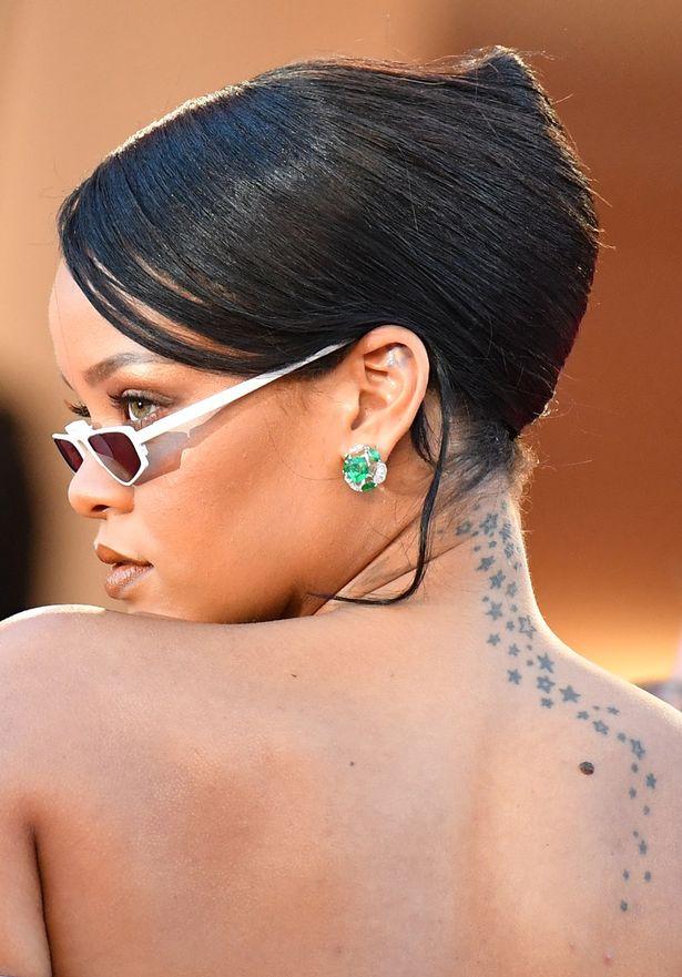 Tatuaggio tattoo Rhianna significato scia stelle