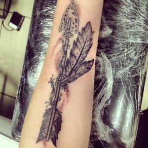 Tatuaggio tattoo freccia piuma