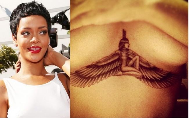 Tatuaggio tattoo in mezzo al seno Rihanna