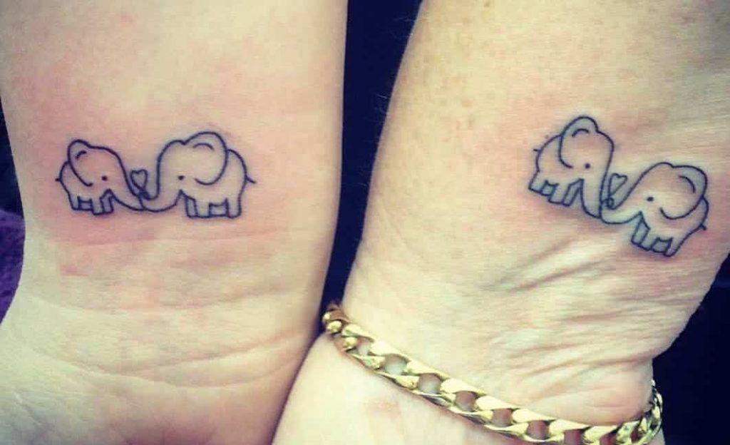 Tatuaggio tattoo mamma e figlia elefante