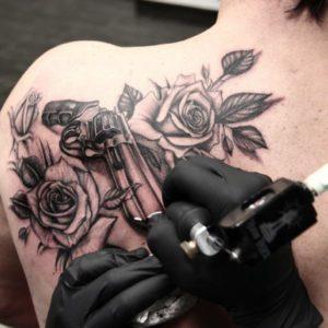 Tatuaggio Tattoo Chicano armi pistole fucili