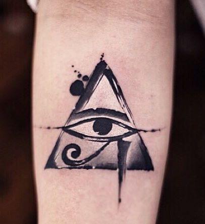 Tatuaggio Tattoo Occhio Horus Ra Triangolo